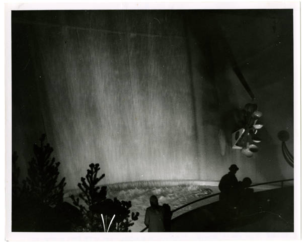 Night view of waterfall of Pavilion of Electric Power of the state of Washington